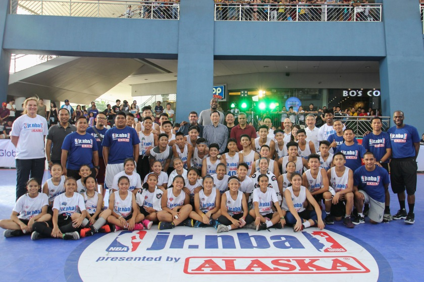 jr-nba-philippines-mutombo.jpg