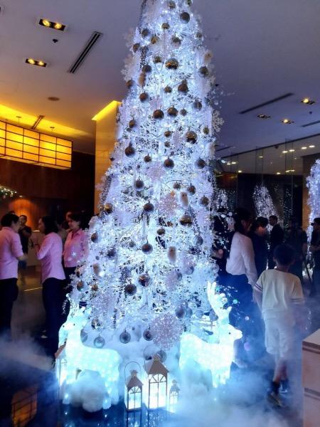 AG New World Manila Bay Hotel - christmas tree