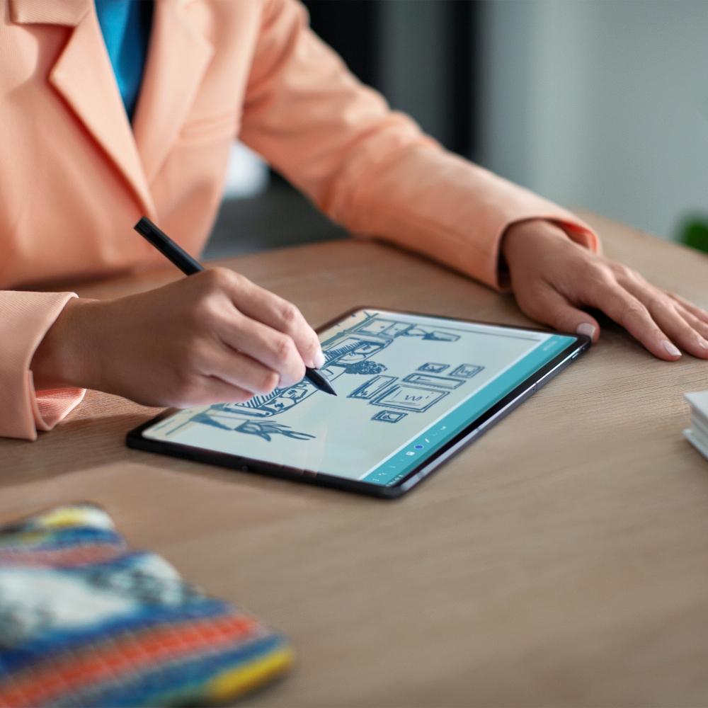 Lenovo Tab P11 Pro_Lifestyle_drafting